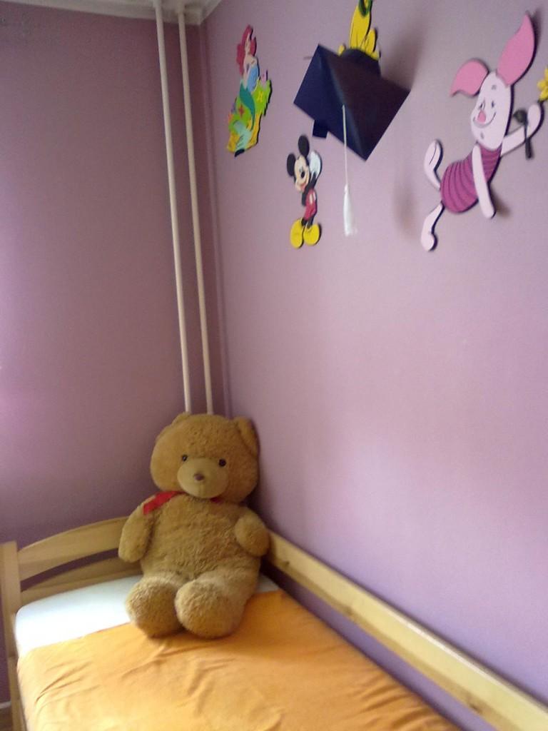 Pokój dziecięcy, pokoik dzieci czeka na zmiany - łóżko podwojne rozsuwane