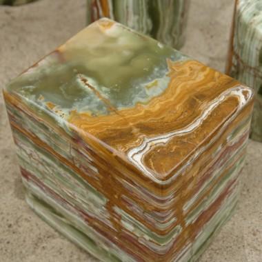 zielony onyks, pakistańskie onyksy, zielony postument z onyksu, postumenty z zielonego onyksu, onyksowe postumenty, kamienna kolumna, kamienne kolumny, kamienny postument, kolumna z kamienia, kolumna z trawertynu, kolumny z granitu, kolumny z kamienia naturalnego, kolumny z marmuru, kolumny z onyksu, kolumny z piaskowca