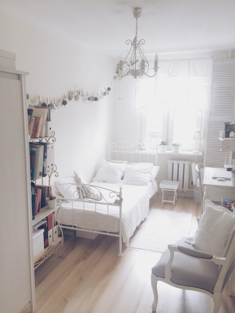 Pokój dziecięcy, biały domek ...