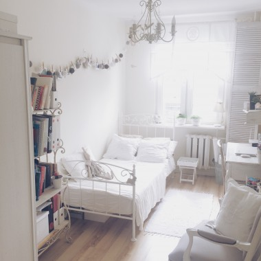 biały domek ...