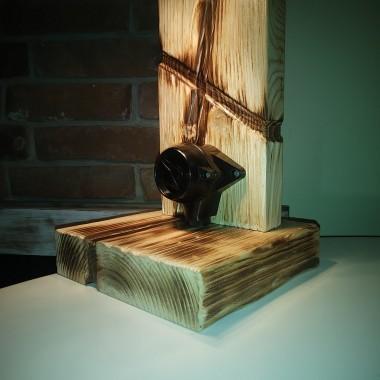 Połączenie drewna i staroci