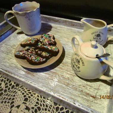 Zapraszam na herbatkę:) pierniczki jeszcze świąteczne,
