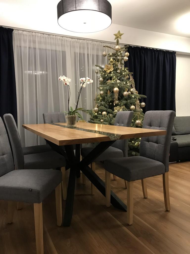 Salon, Nasz nowy Dom - Stół zrobiliśmy sami z partnerem. Drewno, żywica, nogi z profili metalowych.