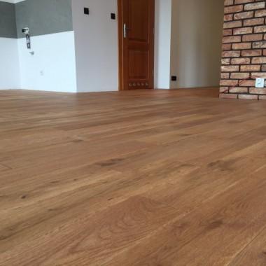Podłoga drewniana Roble Lita, Grubość: 16 mm, Szerokość: 140 mm, Wykończenie Olejowosk Mat, Struktura szczotkowana.