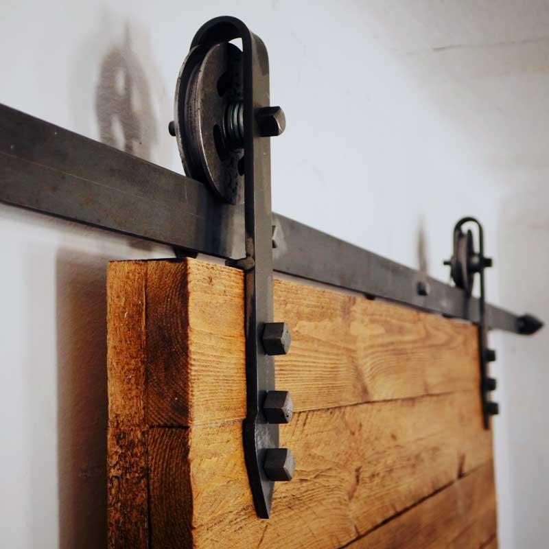Pozostałe, Drzwi przesuwne na prowadnicach - Prowadnice do drzwi