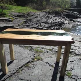 Stół zainspirowany rzeką, River Table