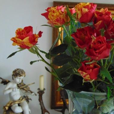 ...............i bukiet róż w wazonie.................