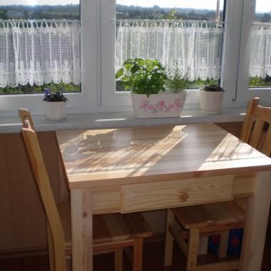 malutki stolik i krzesła