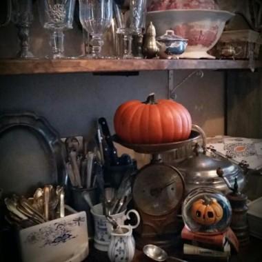 Jak zwykle na szybko i  z opóźnieniem, jesiennie i trochę  halloweenowo... i chryzantemy.