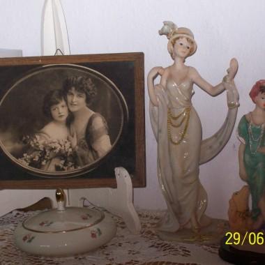 Przedwojenna porcelanowa dama otrzymała koleżankę.